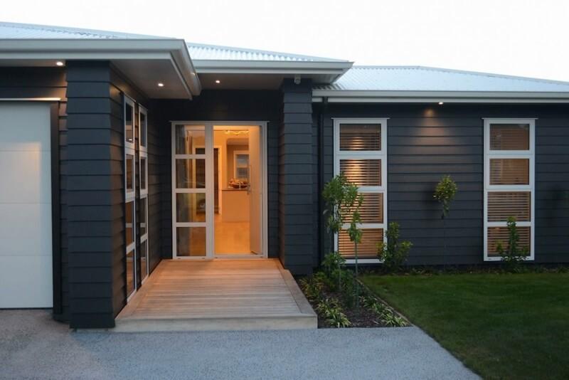 Dark facade - light roof