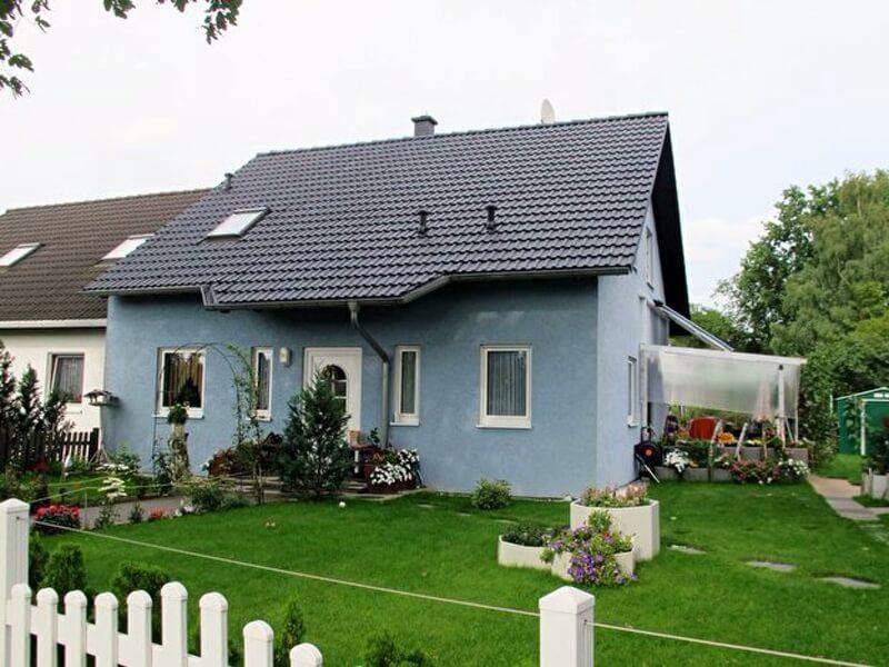 Garden and facade color in harmony